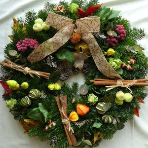 winter-harvest-christmas-wreath
