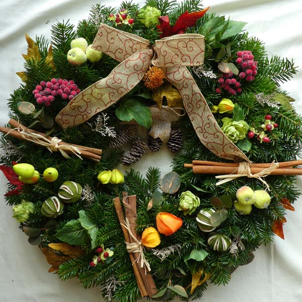 winter-harvest-christmas-wreath
